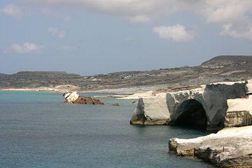 Schipbreuk voor de kust van Milos van Dennis Wierenga
