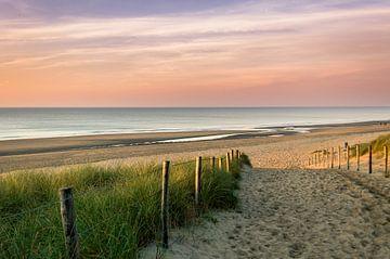 Zonsondergang aan het strand van Richard Steenvoorden
