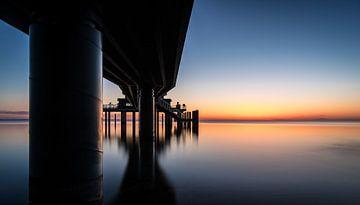 Zonsopgang onder de pier