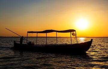 Fischerboot im Sonnenuntergang von Frank Herrmann