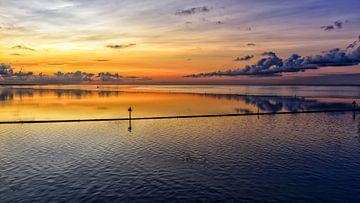 Sonnenaufgang über Dellewal #3 von Roel Ovinge