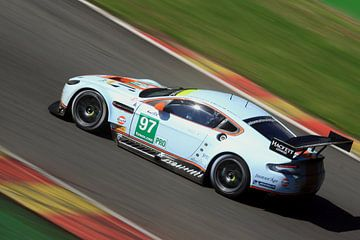 Aston Martin auf der Strecke von MSP Canvas