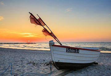 lonely boat von Werner Reins