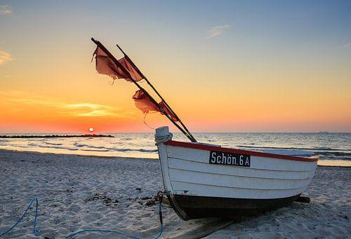 lonely boat van Werner Reins