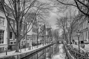 Oude Zijds Achterburgwal in Amsterdam. van Don Fonzarelli