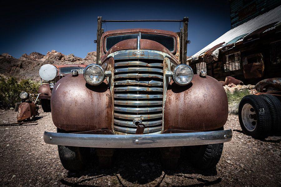 Antieke auto van Inge van den Brande