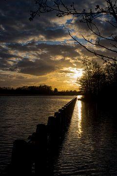 Zonsondergang over De wieden. von Lenslicht Fotografie
