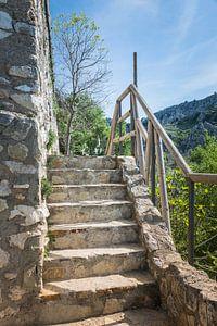 oude trap bij een kasteel