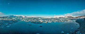 Jökulsárlón, Panoramafoto eines Gletschersees in Südisland von Gert Hilbink