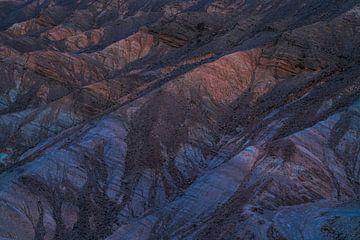 Blauw en oranje heuvelruggen van