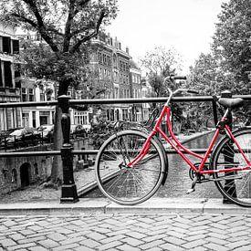 De rode fiets op de Oudegracht in Utrecht van De Utrechtse Grachten
