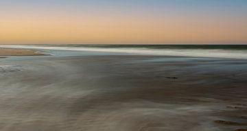 Zeezicht over de Westerschelde en Noordzee bij Cadzand-Bad. van Ellen Driesse