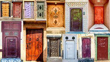 Collage traditioneller marokkanischer Hauseingangstüren von videomundum