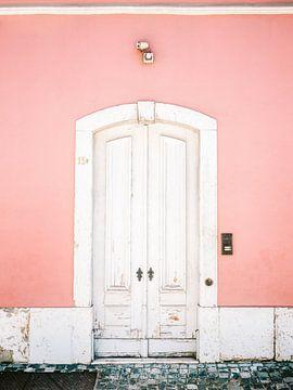 La porte blanche de Lisbonne sur Raisa Zwart