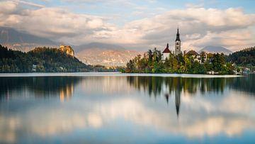 Lake Bleeder met St. Mary's Church van Denis Feiner