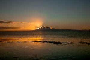 Wolken voor de ondergaande zon van Sander Hekkema
