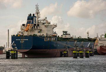 Tankers afgemeerd in het Calandkanaal in de haven Rotterdam. van scheepskijkerhavenfotografie