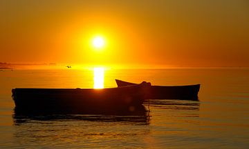 Boote bei Sonnenaufgang von Lars Tuchel