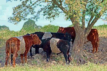 Groep koeien staand onder een boom (bewerkte foto) van Wieland Teixeira