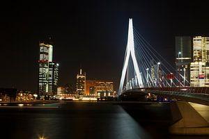 Erasmusbrug Rotterdam in december van