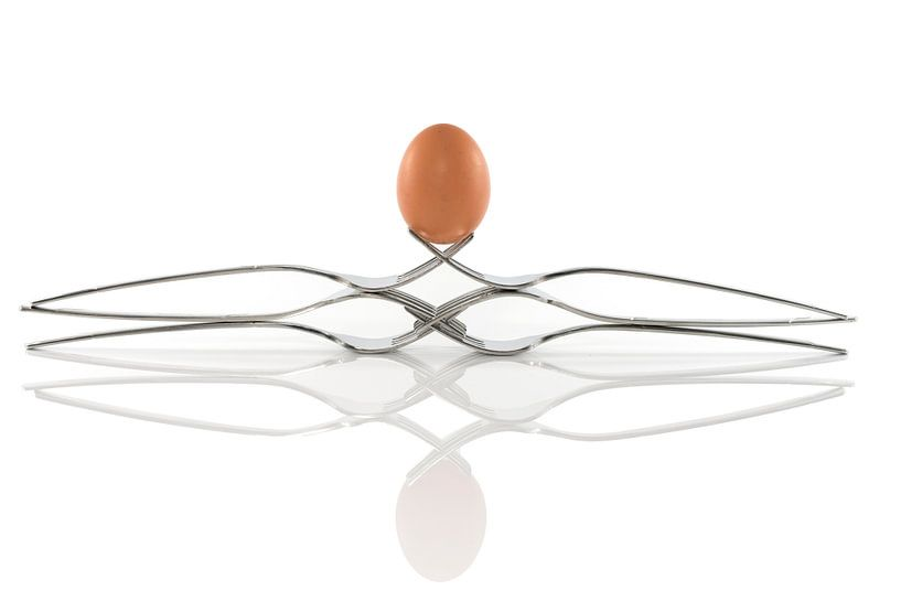 egg balance on six forks sur Compuinfoto .