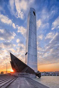 Monument commémoratif de guerre De Boeg contre un ciel incroyable, Rotterdam sur Tony Vingerhoets