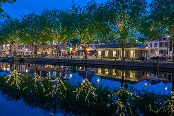 vlaardingen zuid holland avond visbank blauw van Marco van de Meeberg
