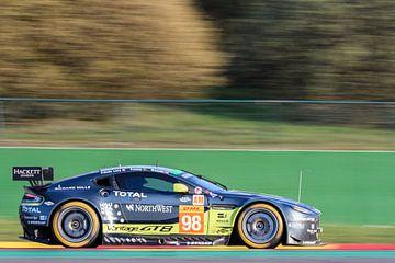 Aston Martin Racing Aston Martin Vantage V8 rijdt door Pouhon van