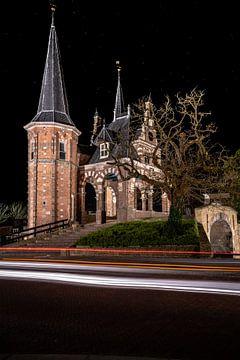 Verlichte watertoren van Sneek in de avond van Fotografiecor .nl