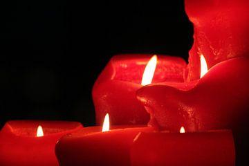 De rust van rode kaarsen van Klaase Fotografie