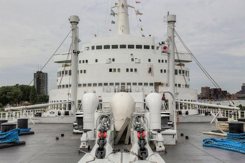 Voorsteven met brug van de SS Rotterdam van John Kreukniet
