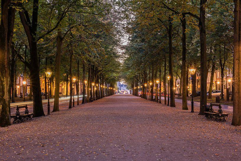 Lange Voorhout, Den Haag in der blauen Stunde.  von John Verbruggen
