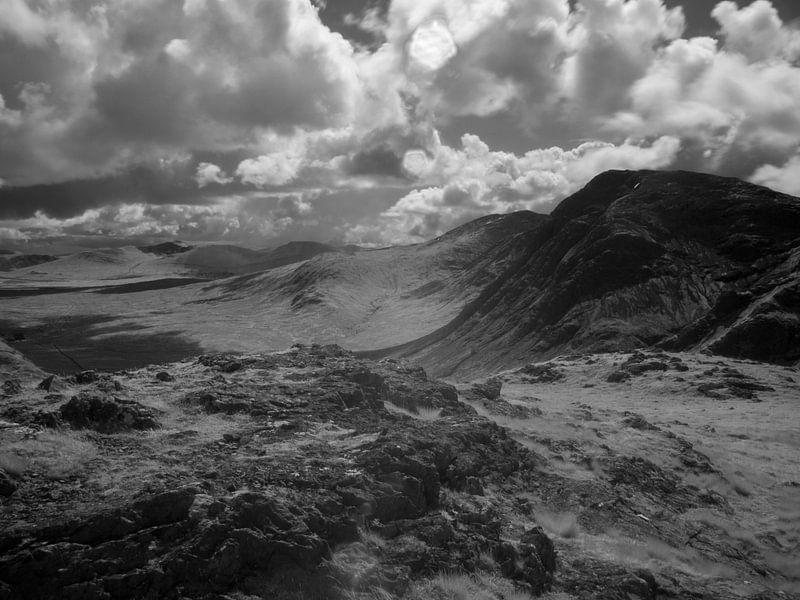 Uitzicht vanaf de 'Devil's Staircase' in Schotland over de bergen van Mark van Hattem