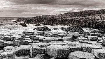 Der Giant's Causeway in Schwarz und Weiß von Henk Meijer Photography