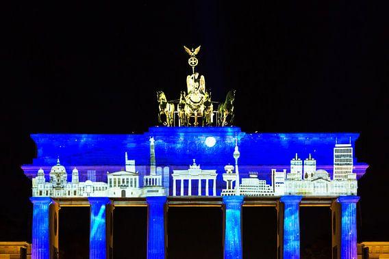 Brandenburger Tor met projectie van de Berlijnse skyline