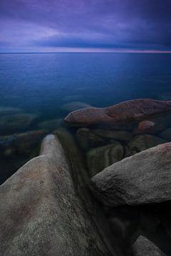 Rochers de pierres sur le lac Baïkal. sur Michael Semenov
