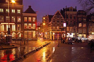 Amsterdam bij nacht van Nisangha Masselink