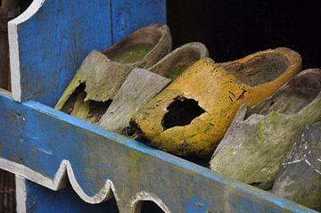 Wooden shoe's sur Zsjak Wagenaar