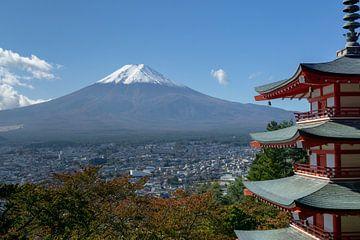 De berg Fuji en de Chureito Pagode van Melanie Jahn