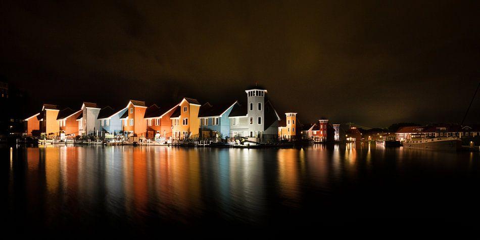 Verlichte reitdiephaven bij nacht van Iconisch Groningen op canvas ...