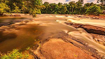 Stroomversnelling in Suriname van René Holtslag