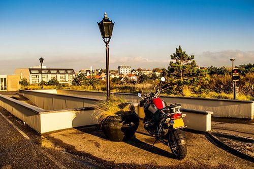 Parkeerplaats met motor