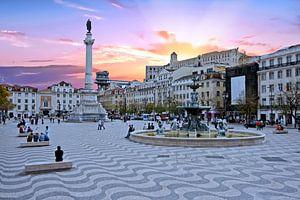 Rossio plein in Lissabon Portugal bij zonsondergang van