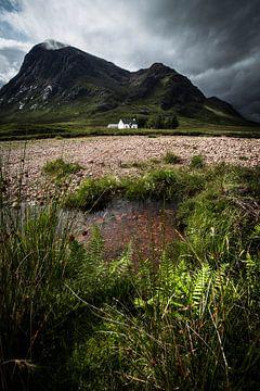 Wit huis gelegen tussen de highlands van Ken Costers