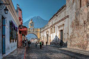 Arco de Santa Catalina in Antigua Guatemala van