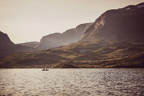 Kanoën in Stavatn, Telemark Noorwegen van Wouter Loeve