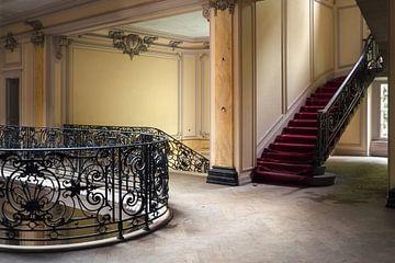 Verlassenes Schloss mit Treppe. von Roman Robroek