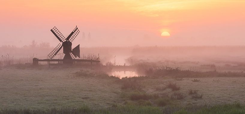 Moody Sunrise van Arnoud van de Weerd
