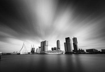 Schwarzweiße Skyline von Rotterdam von Jeroen Mikkers