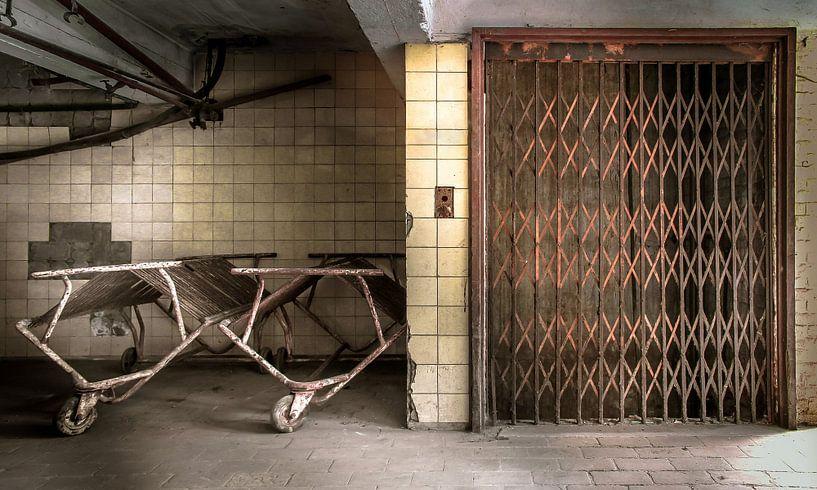 Lift in een verlaten stroopfabriek van Olivier Photography